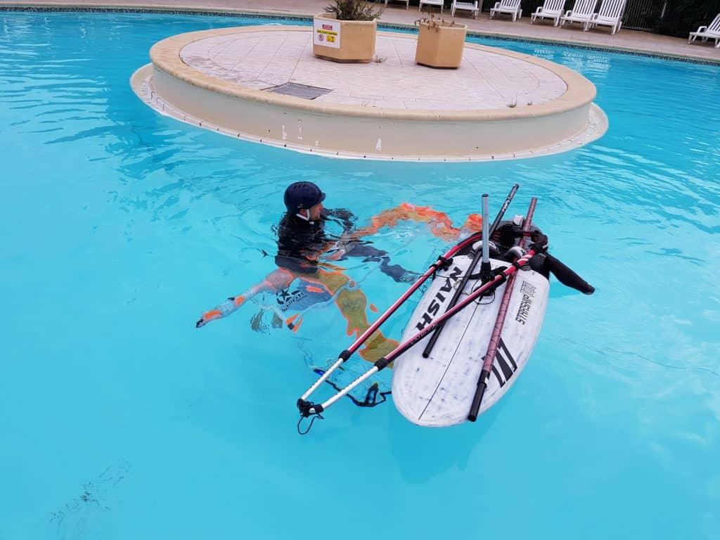 Notabriggen im Pool für Windsurfer
